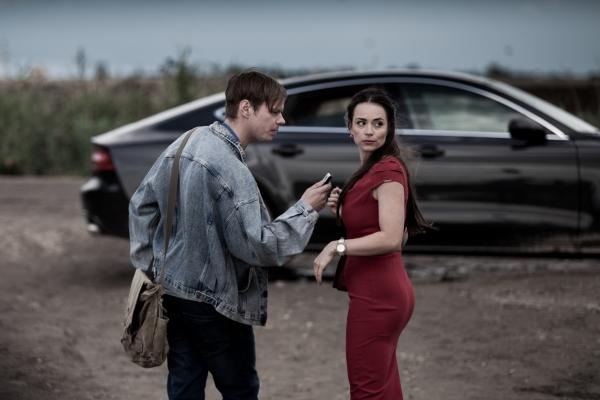 Novinar Ondrej a asistentka Emmi